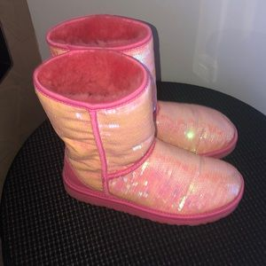 UGG PINK SEQUENCE SHORT BOOTS
